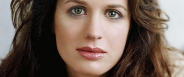CASTING - THE HAUNTING OF HILL HOUSE  Elizabeth Reaser Kate Siegel  Henry Thomas rejoignent le casting
